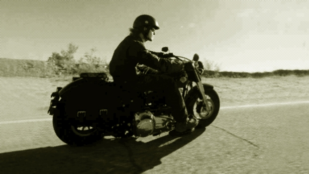 Letter_man_motorcycle_1200